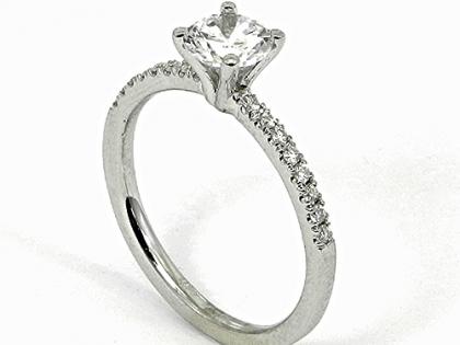 ברצינות טבעת אירוסין עם יהלום 0.65 קראט! בשיבוץ 16 יהלומים קטנים BV-33