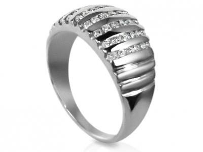 טבעת זהב מיוחדת עם יהלומים