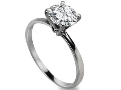 טבעת סוליטר מעוצבת בעיצוב עדין