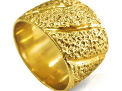 טבעת נישואין זהב רחבה ומעוצבת