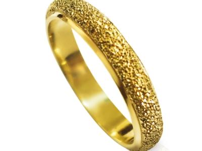 טבעת נישואין כשרה לגבר ולאישה