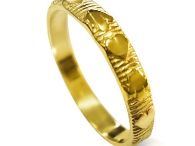 טבעת נישואין דקה מעוצבת לגבר ולאישה