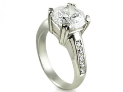 טבעת להצעת אירוסין עם יהלום מרובע