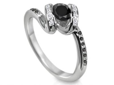 טבעת אירוסין יהלום  יהלום שחור יהלומים לבנים ויהלומים שחורים