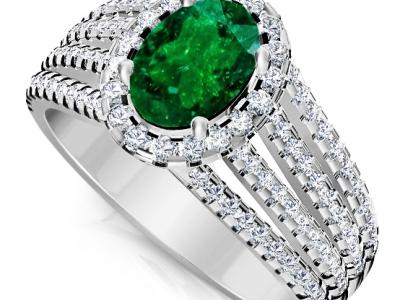 אבן ברקת אמרלד גדולה בטבעת יוקרתית