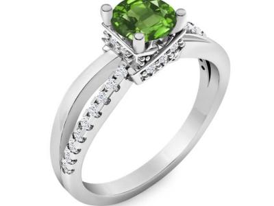 טבעת אירוסין מיוחדת עם אבן חן