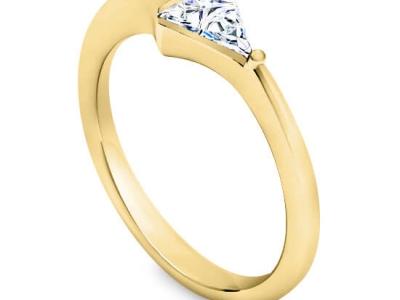 טבעת זהב צהוב יהלום משולש