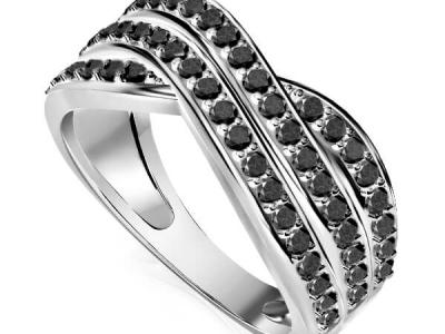 טבעת יהלומים שחורים מרשימה לאישה