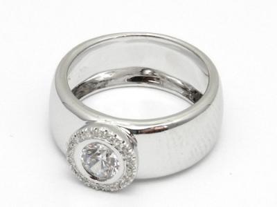 טבעת רחבה מזהב 14K לנשים שאוהבות יהלומים אבל גם הרבה זהב...