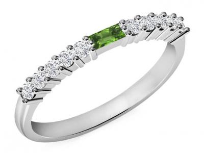 טבעת נישואין משובצת יהלומים אבן חן מרכזית