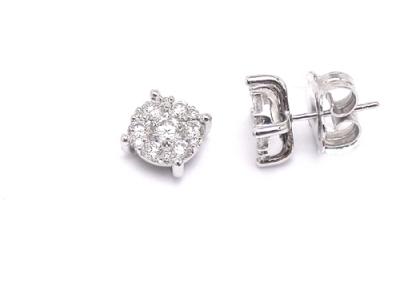 עגילי יהלומים 0.60 קראט צמודים לאוזן ושיבוץ שורה סביב אבן מרכזית