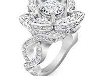 טבעת יהלומים גדולה בעיצוב פרח