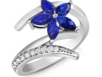 טבעת זהב לבן טבעת פרח אבן חן ספיר