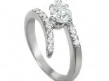 טבעות אירוסין משובצות טבעת בעיצוב מיוחד