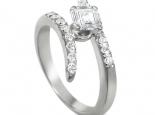 טבעות אירוסין משובצות יהלומים טבעת בעיצוב מיוחד עם יהלום מרובע