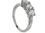 טבעת יהלומים להצעת אירוסין עם שלושה יהלומים