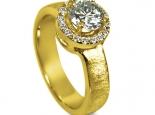 עיצוב מיוחד לטבעת סוליטר עם יהלומים קטנים בצד