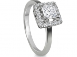 טבעת אירוסין עם יהלום מרובע פרינסס ויהלומים מסביב