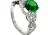 טבעת סוליטר מעוצבת ומיוחדת עם יהלומים קטנים בצדדים ואבן חן קארט מרכזי
