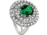 טבעת גדולה ומרשימה עם אבן חן אמרלד/ברקת מרכזית בצורת אובל