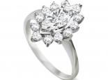 טבעת מודל דיאנה עם יהלום מרכזי בצורת מרקיזה