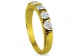 טבעת מעוצבת עם אבנים עגולות או מרובעות פרינסס להצעת נישואין