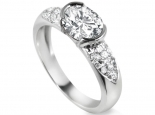 טבעת מעוצבת וחדשנית עם יהלומים ויהלום מרכזי 1 קארט  בצורת אובל