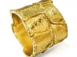 טבעת נישואין רחבה ומעוצבת