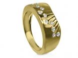 טבעת זהב צהוב ויהלומים בעיצוב אומנותי לגבר ולאישה