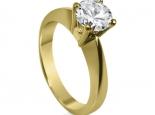 טבעת זהב ויהלום סוליטר לאירוסין אפשרי ליהלום בגדלים שונים.