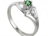 טבעת עם אבן חן אמרלד/ברקת עם יהלומים