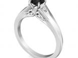 טבעת וינטג' לאישה- יהלום שחור מרכזי