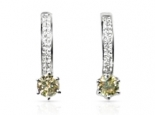 עגילים עם יהלומים חצי חישוק עם יהלום גדול תלוי-אפשרות לסט עם טבעת להצעת אירוסין מושלמת