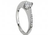 טבעת יהלום בעיצוב מיוחד ושונה