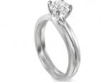 טבעת אירוסין מעוצבת ומיוחדת במיוחד עם אבן מרכזית בגודל חצי קארט
