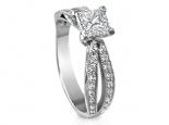 טבעת להצעת אירוסין עם יהלום מרובע פרינסס