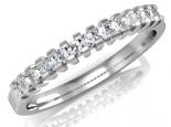טבעת יהלומים משובצת יהלומים על חצי טבעת