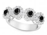 טבעת יהלומים שחורים בעיצוב פרחים