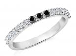 טבעת אינפיניטי משובצת יהלומים לבנים ויהלומים שחורים