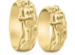 טבעת זהב מפוסלת בעיצוב גבר ואישה