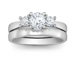 טבעת להצעת נישואין שלושה יהלומים עם טבעת נישואין תואמת