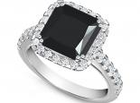 טבעת זהב בשיבוץ יהלום שחור מרובע 3.00 קארט שסביב יהלומים