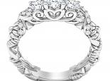 טבעת זהב מעוצבת ומעוטרת משובצת יהלומים