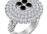 טבעת יהלומים גדולה ויוקרתית יהלומים שחורים מרכזיים
