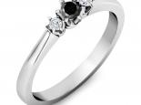 טבעת 3 יהלומים עדינה- יהלום שחור מרכזי