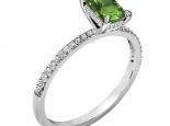 טבעת אירוסין עדינה אבן חן בחיתוך אמרלד