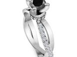 טבעת סוליטר עם יהלומים בעיצוב וינטג יהלום שחור מרכזי