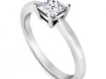 טבעת אירוסין סוליטר יהלום פרינסס- 1 קארט מרכזית