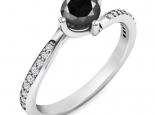 טבעת אירוסין סוליטר עדינה בעיצוב טוויסט- יהלום שחור מרכזי