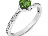 טבעת אירוסין סוליטר עדינה בעיצוב טוויסט- אבן חן מרכזית